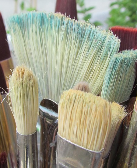 cleaning and storing artists brushes